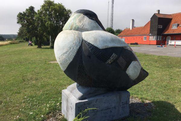 Skulpturpark foran Gudhjem Museum