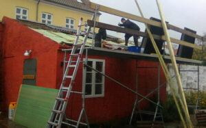 Ny tagbelægning på vaskehuset, Svaneke Rådhus